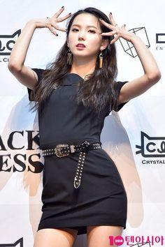 Kpop Girl Groups, Korean Girl Groups, Kpop Girls, Kpop Outfits, Swag Outfits, Jang Yeeun, Loona Kim Lip, Wendy Red Velvet, Long Cocktail Dress