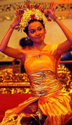 www.villabuddha.com  bali  Indonesie  Balinese Pendet dance - Indonesian Dance