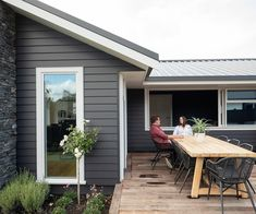 Building their first home and a show home all in one was a huge challenge, but this clever Oamaru couple knocked it out of the park. Weatherboard Exterior, Grey Exterior, Exterior Design, Exterior Cladding, Exterior Color Schemes, Exterior Paint Colors For House, Colour Schemes, House Cladding, Facade House