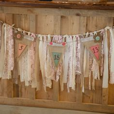 Burlap and ribbon wedding date sign | Photographer: Wendy Cunningham