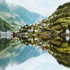 Het dorpje Odda is één van de vele mooie plekjes om te bewonderen tijdens een roadtrip door Noorwegen.