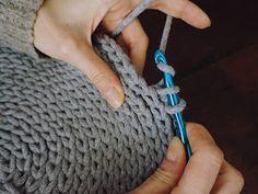 okrągły dywanik na szydełku ze sznurka