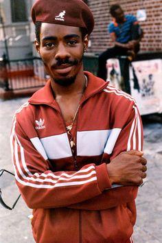 1986. A Brooklyn man poses for a portrait. - Jamel Shabazz:ナイスすぎる着こなしだけど俺がやったらこうはならない悲しさ。