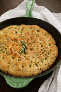One-Hour Skillet Garlic Parmesan Focaccia - So soft and fluffy! This bread is the perfect side for hearty vegetable dishes, soups, stews and saucy roasts. Thecomfortofcooking.com