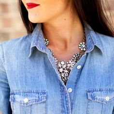 How to wear denim shirt casual statement necklaces Trendy Ideas Estilo Fashion, Ideias Fashion, Chemise Chambray, Chambray Top, Denim Top, Looks Style, Style Me, Jumpsuit Denim, Moda Lolita