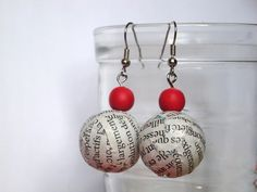 Newspaper - Boucles d'oreilles éco-friendly  Handmade with Love by Lolitadlachance  Available here : http://fr.dawanda.com/product/18513669-Newspaper---Boucles-doreilles-eco-friendly