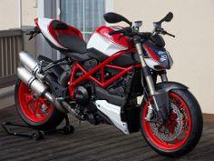 Ducati Streetfighter (Ducati Tyrol - Farsebook)