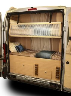 Rear sprinter bunks