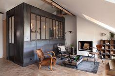 Un appartement à la fois bourgeois et industriel à Paris. Une magnifique rénovation posée et réussie.
