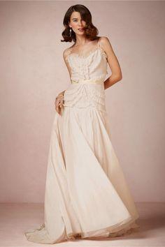 vestido de novia 2014 en color nude con detalles de textil en relieve - Foto BHLDN