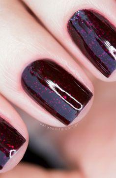 Combinando Esmaltes: Bordô escuro com muito glitter