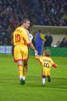 Father and son. This image has a new meaning since Romania beat England 4 : 2 last night. Thank you Gheorghe Hagi. Thank you Ianis Hagi. we dream again London Manchester, Sports Update, Barcelona Soccer, Mississippi State, Man United, Video News, Lionel Messi, Sports News, Best Quotes