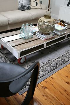 INDUSTRIAL VINTAGE LOWLINE PALLET STYLE COFFEE TABLE on RED CASTORS #eclectic_me