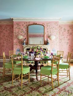 Mario Buatta Designs Extraordinary Entertaining Spaces For Two Preeminent Hosts - Architectural Digest Hand Painted Wallpaper, Painting Wallpaper, Of Wallpaper, Chinoiserie Wallpaper, Chinoiserie Chic, Wallpaper Ideas, Wallpaper Designs, Perfect Wallpaper, Architectural Digest
