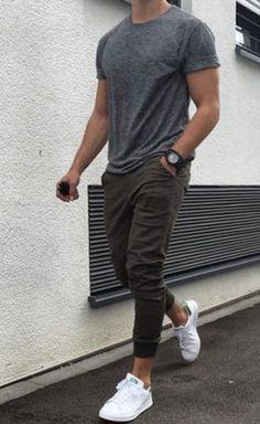 8 Websites With The Best Clothes For College Guys - Obwohl die meisten von uns a. - 8 Websites With The Best Clothes For College Guys – Obwohl die meisten von uns als Männer in Bez - Sport Outfits, Cool Outfits, Summer Outfits Men, Casual Guy Outfits, Casual Outfits For Guys, Men's Outfits, Summer Clothes For Guys, Trendy Mens Outfits, Best Casual Wear For Men