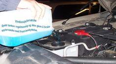 Bytt vindusspylervæske Dette er et absolutt behov om vinteren. Frontruta blir konstant salt og skitten, og hvis du er i nærheten av slik jeg er, så blir vindusviskerne brukt hele tiden.  Vær sikker på at du får vindusspylervæske som har litt ekstra frostvæske slik at ikke spruter rent vann på vinduene, som raskt fryser. #piggdekk