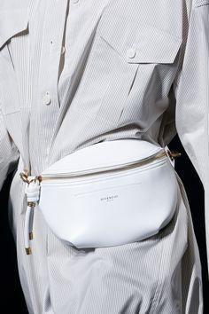 Givenchy Spring 2019 Ready-to-Wear Collection - Vogue Sfilata Di Moda b9c0820ba46