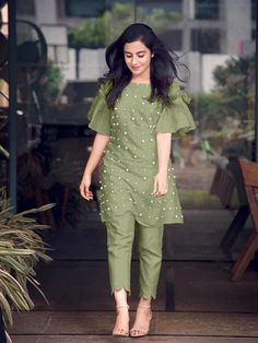 Hot Selling Designer Bell Sleeve Kurti sets, available. DM for booking. Delivery is available all over India. Free COD, Easy returns, Quick refund incase of any issue. Pakistani Fashion Casual, Pakistani Dresses Casual, Indian Gowns Dresses, Pakistani Dress Design, Kurta Designs Women, Kurti Neck Designs, Salwar Designs, Sleeve Designs, Kurti Sleeves Design