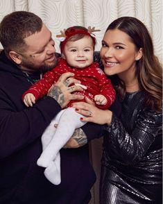 #dezertkalimusic #family Christmas Sweaters, Merry Christmas, Crown, Fashion, Merry Little Christmas, Moda, Corona, Fashion Styles, Christmas Jumper Dress