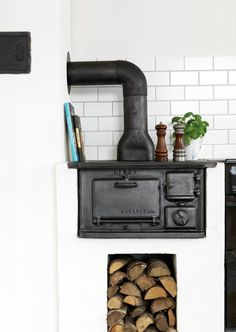 Scandinavian cast iron wood burning kitchen stove with stacked wood Swedish Kitchen, Swedish Cottage, Kitchen Country, Antique Stove, Cooking Stove, Stove Fireplace, Kitchen Stove, Scandinavian Home, Old Wood
