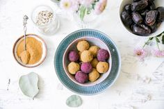 Licorice date bliss balls /Wellberries