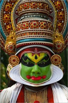 Kathakali is a highly stylised Indian dance form from Kerala, known for the bright and colourful faces of the dancers. We Are The World, People Around The World, Asian Paints, Indian Classical Dance, Kerala India, Cultural Diversity, Lewis Carroll, World Of Color, Interesting Faces