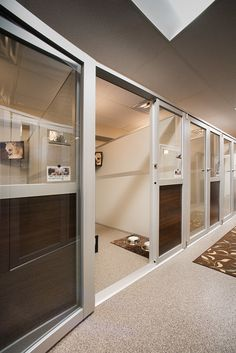 Luxury Suites - Contemporary style - masonco - Pet Resort - Luxury Suites – Contemporary style – masonco The Effective Pictures We Offer You About pets A - Luxury Dog Kennels, Wooden Dog Kennels, Hospital Vet, Dog Boarding Kennels, Pet Boarding, Dog Kennel Designs, Kennel Ideas, Dog Kennel Cover, Pet Shop