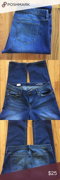 """GAP Real Straight Blue Jeans Slim through the hips and thigh. Low Rise. Straight leg opening. Color is a Medium Blue wash. Inseam is 31"""". Size is 34 Regular. EUC GAP Jeans Straight Leg"""