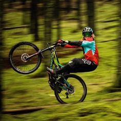 "4,385 Me gusta, 10 comentarios - BikeStable | MTB Media (@bikestable) en Instagram: ""Whatchu lookin at?!? It's #wheeliewednesday boi! @bragevestavik Photo: @mayhemedia Repost:…"""
