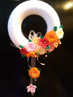 venček pre kamošku Samiru Christmas Ribbon, Merry Christmas, Ribbon Work, Holiday Wreaths, Felt Crafts, Handmade, Home Decor, Felt Wreath, Flowers