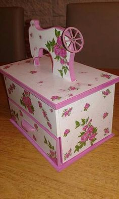 Wood Crafts, Diy Crafts, Altered Boxes, Valentine Box, Pasta Flexible, Yard Art, Illustrations, Toy Chest, Decorative Boxes