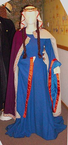 Norman Noblewoman – 1154-89.  Lots of early-period outfits on this site based on finds in Britain.