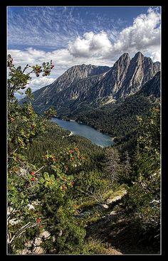 Parque Nacional de Aigüestortes.Estany De Sant Maurici y les Encantats