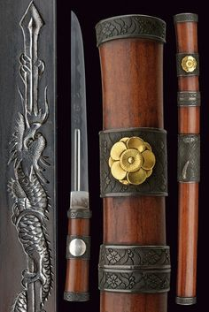Lot: A scarce akagi tsuka tanto, Lot Number: Starting Bid: Auctioneer: Czerny's International Auction House, Auction: Autumn Sale of Fine Antique Arms & Militaria, Date: September 2016 MSK Japanese Blades, Japanese Sword, Swords And Daggers, Knives And Swords, Katana, Samurai Swords, Cool Knives, Fantasy Weapons, Cold Steel