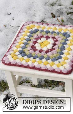 """Coussin de chaise feutré DROPS pour Pâques, au crochet, en """"Eskimo"""" ~ DROPS Design"""