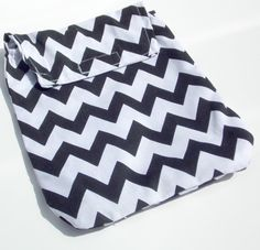 Black and White Chevron Diaper Clutch  Made by MendingLifeTogether, $10.00...keeps diapers from floating all over the diaper bag!