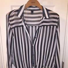 Forever 21 long sleeve party shirt Black and white striped long sleeve ! Worn once Forever 21 Tops Tees - Long Sleeve