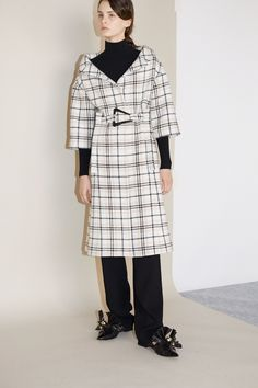 See the complete Carven Fall 2017 Ready-to-Wear collection.