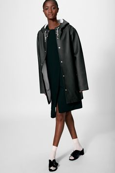 Shop the Stockholm raincoat. Free worldwide shipping.