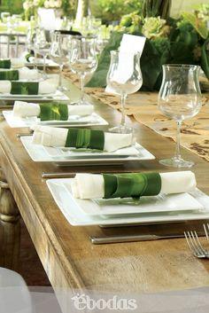 Mesa de estilo rústico, super trend #Wedding#cristaleria#vajilla#montaje