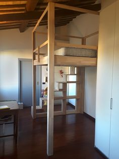 Perché non regalare un letto a soppalco ai propri bambini? Lo Yen-E è la soluzione ideale per raddoppiare lo spazio di una cameretta, mentre la Libreria Scala Yen-E è una salita funzionale e salvaspazio. [Why not give a #loft #bed to your #children? The Yen-E is the perfect solution to double the space of a #bedroom, while the #bookcase / #stair Yen-E is a functional and #space-saving climb.] #Cinius