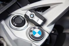 Ensaio BMW K 1600 GT de 2017 - Viajar a Alta Velocidade - MotoSport - MotoSport Bmw R1200rt, Bike Bmw, Bmw Motorcycles, Bmw Cars, Motosport, Touring Bike, Motorcycle Touring, Dirt Track Racing, Auto Racing