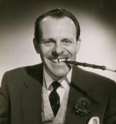 The great eccentric British comedian Terry-Thomas (Thomas Terry Hoar Stevens, was born on July It may shock you (or perhaps not) to know that this quintessential caricature of an upp… Terry Thomas, Hollywood Actor, Classic Hollywood, Tv Actors, Actors & Actresses, The Perils Of Pauline, Actor Secundario, Teen Celebrities, Celebs