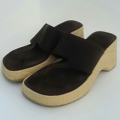 """American Eagle Outfitters Brown Sandals 9 American Eagle Outfitters Brown Sandals 9 These sandals are like new. No wear on tread. 3"""" heel. American Eagle Outfitters Shoes Sandals"""
