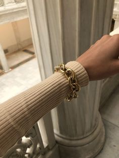 December 15 2019 at fashion-inspo Urban Outfitters Outfit, Gold Jewelry, Jewelry Accessories, Fashion Accessories, Fashion Jewelry, Jewelry Bracelets, Vintage Accessories, Fashion Clothes, Sunglasses Accessories