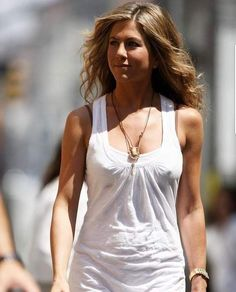 chilly day for sleeveless Jennifer Aniston Style, Jennifer Aniston Pictures, Jennifer Lopez, Jeniffer Aniston, John Aniston, Celebs, Celebrities, American Actress, Actresses