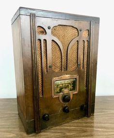 Antique 1936 Art Deco RCA Victor Model 5T Tube Radio Broadcast Short Wave Bands