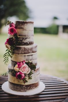 Wedding Cakes / Naked Cakes Vanilla and chocolate layers, skimmed effect. Bolos Naked Cake, Naked Cakes, Pretty Cakes, Beautiful Cakes, Amazing Cakes, Mod Wedding, Rustic Wedding, Floral Wedding, Cake Wedding