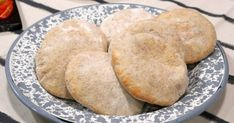 Prueba esta receta de pan árabe de salvado por Juan Manuel Herrera para El Gourmet. Chefs, Muffins, Cookies, Homemade Breads, Food, Gastronomia, Salads, Bread Recipes, Vegetarian Recipes