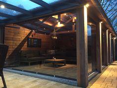 Aan het gerenoveerde #tuinhuis hebben we een Pallazzo #veranda mogen plaatsen, met glazen #vouwwand van Solarlux is het volledige tuinhuis open te zetten. @solarl